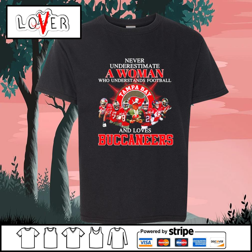 Never underestimate a woman who understands football and loves Buccaneers s Kid-T-shirt